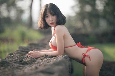 Qing Qing นางแบบจีนผมสั้น หน้าใสๆ ผิวสวยๆ ตัดกับบิกินี่สีแดง