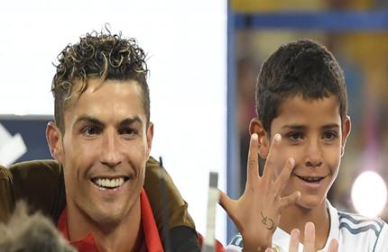 โด้ปลื้มปริ่ม! ลูกชายซัลโวโชว์แฟนบอลโปรตุเกส