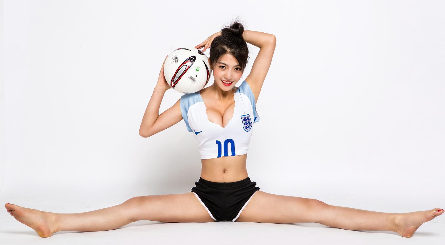 รวมมิตรสาวสวยกับลูกฟุตบอล