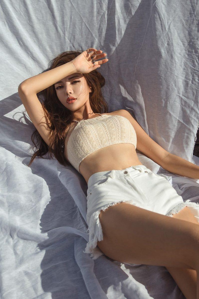 รูปภาพ เซ็กซี่เบาๆ JIN HEE กับบิกีนี่ถักสีเนื้อ ชิลๆ สบายๆ